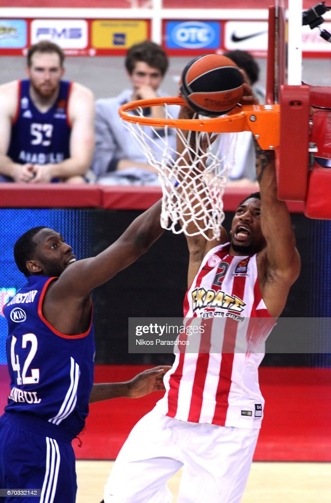 Olympiacos Piraeus v Anadolu Efes Istanbul - Turkish Airlines Euroleague Play Off Leg One