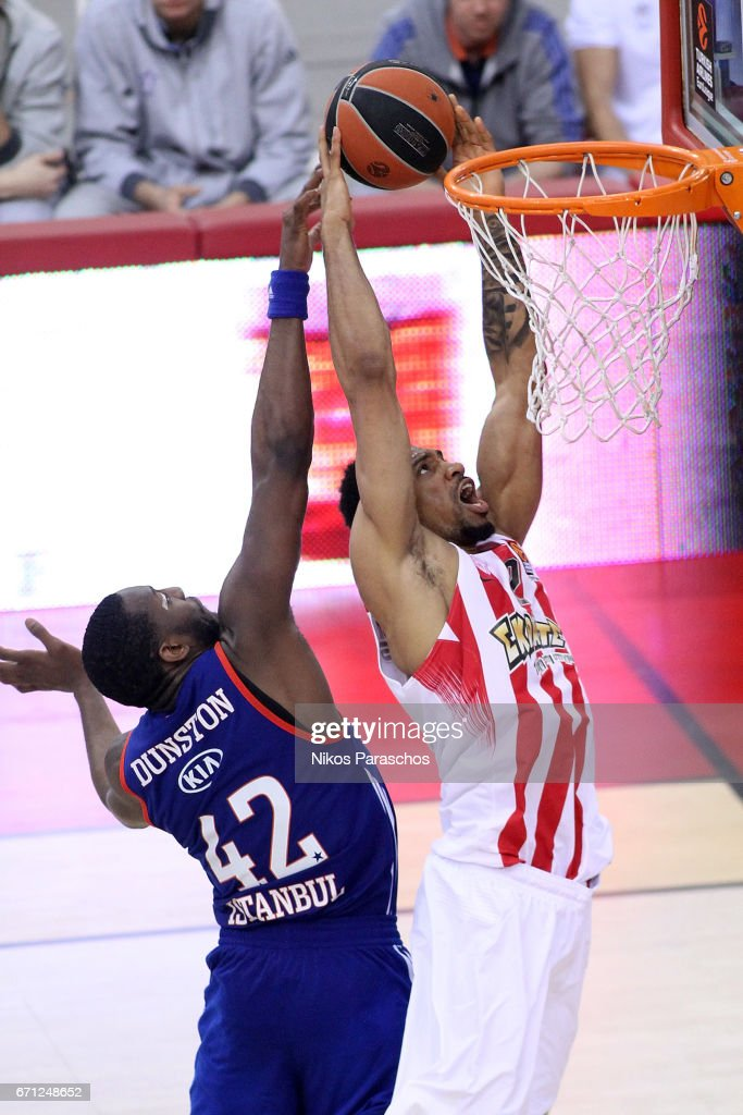 Khem Birch, #2 of Olympiacos Piraeus competes with Bryant Dunston, #42 of Anadolu Efes Istanbul during the 2016/2017 Turkish Airlines EuroLeague Playoffs leg 2 game between Olympiacos Piraeus v Anadolu Efes Istanbul at Peace and Friendship Stadium on April 21, 2017 in Athens, Greece.