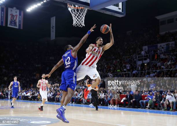 Khem Birch #2 of Olympiacos Piraeus competes with Bryant Dunston #42 of Anadolu Efes Istanbul during the 2016/2017 Turkish Airlines EuroLeague...