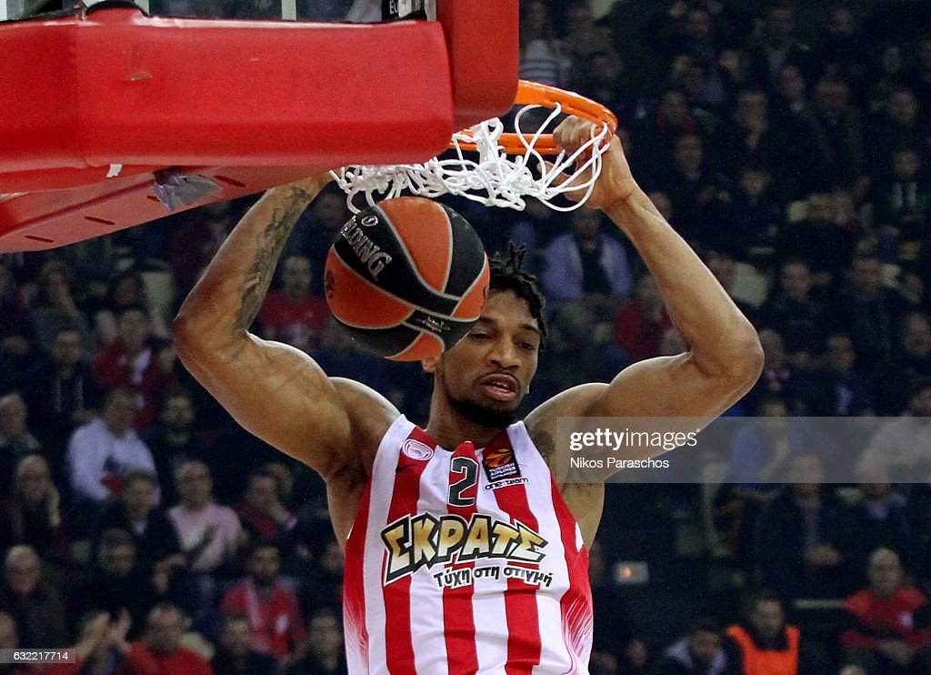 Olympiacos Piraeus v Baskonia Vitoria Gasteiz - Turkish Airlines Euroleague