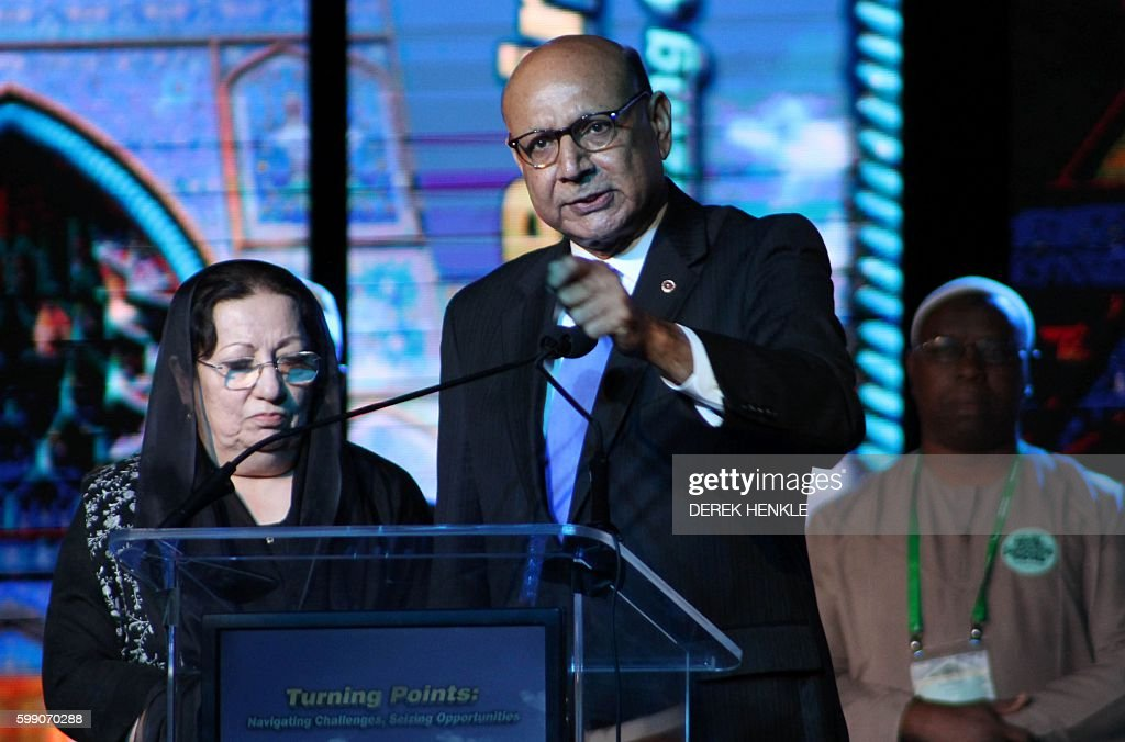 Khans honored at largest gathering of Muslim-Americans