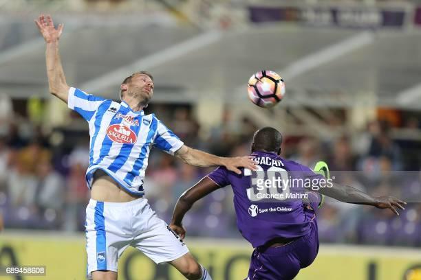 Khouma Babacar of ACF Fiorentina battles for the ball with Hugo Campagnaro of Pescara Calcio during the Serie A match between ACF Fiorentina and...