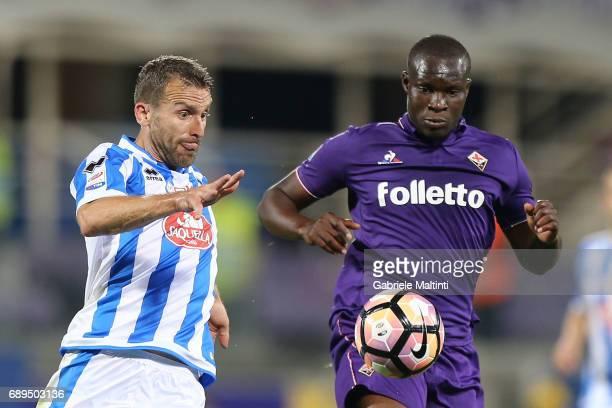 Khouma Babacar of ACF Fiorentina in action agaist Hugo Campagnaro of Pescara Calcio during the Serie A match between ACF Fiorentina and Pescara...