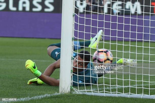 Khouma Babacar of ACF Fiorentina scores a goal during the Serie A match between ACF Fiorentina and SS Lazio at Stadio Artemio Franchi on May 13 2017...