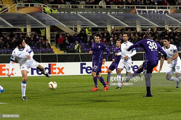 Khouma Babacar of ACF Fiorentina scores the opening goal during the UEFA Europa League match between ACF Fiorentina and Os Belenenses on December 10...