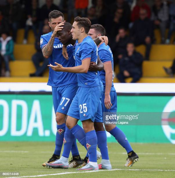 Khouma Babacar of Fiorentina celebrates after scoring his team's second goal during the Serie A match between Benevento Calcio and ACF Fiorentina at...