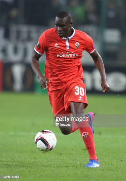 Khouma Babacar of Fiorentina controls the ball during the UEFA Europa League Round of 32 first leg match between Borussia Moenchengladbach and ACF...