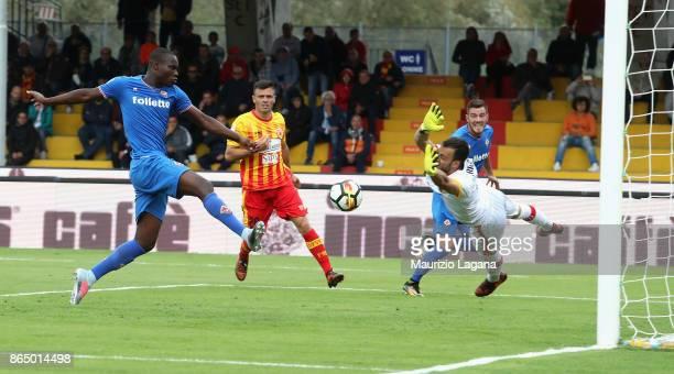 Khouma Babacar of Fiorentina scores his team's second goal during the Serie A match between Benevento Calcio and ACF Fiorentina at Stadio Ciro...