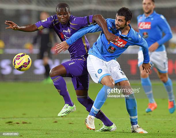 Khouma el Babacar of Fiorentina and Raul Albiol in action during the Serie A match between ACF Fiorentina and SSC Napoli at Stadio Artemio Franchi on...