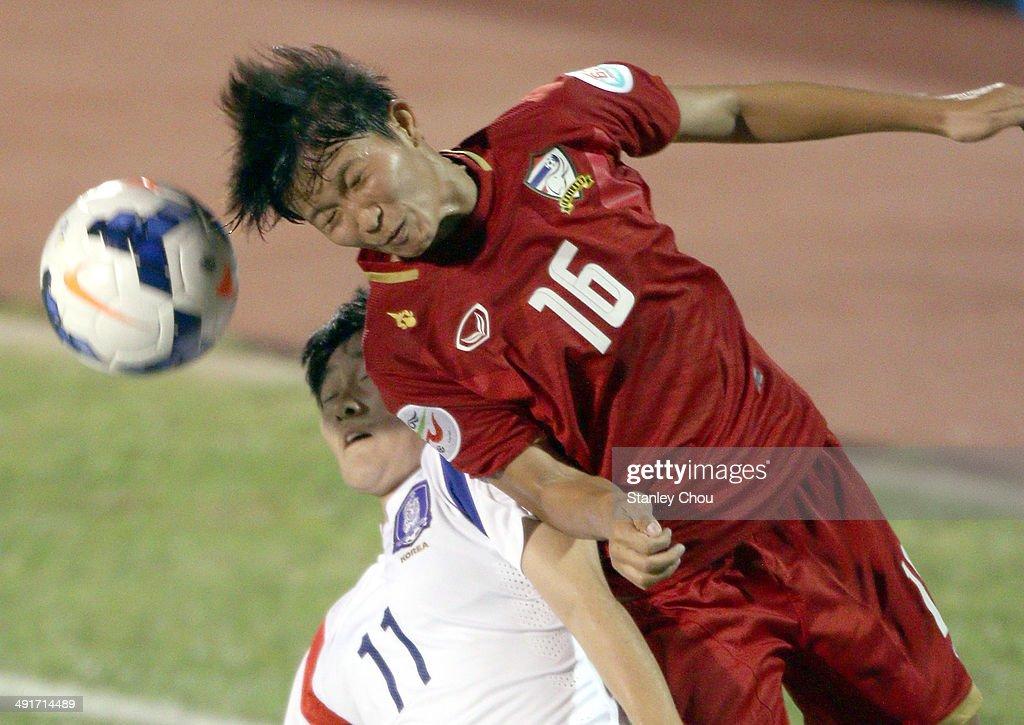 Khwanrudi Saengchan of Thailand battles with Kim Soo Yun of Korea Republic during the AFC Women's Asian Cup Gropu B match between Thailand and Korea Republic at Thong Nhat Stadium on May 17, 2014 in Ho Chi Minh City, Vietnam.