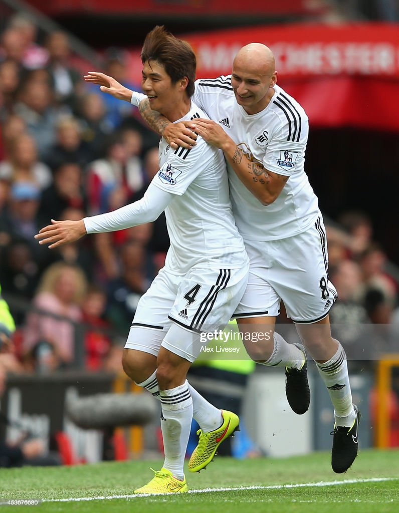 Ki Sung-Yeung of Swansea City celebrates scoring the opening goal with his team-mate <a gi-track='captionPersonalityLinkClicked' href=/galleries/search?phrase=Jonjo+Shelvey&family=editorial&specificpeople=4940315 ng-click='$event.stopPropagation()'>Jonjo Shelvey</a> during the Barclays Premier League match between Manchester United and Swansea City at Old Trafford on August 16, 2014 in Manchester, England.