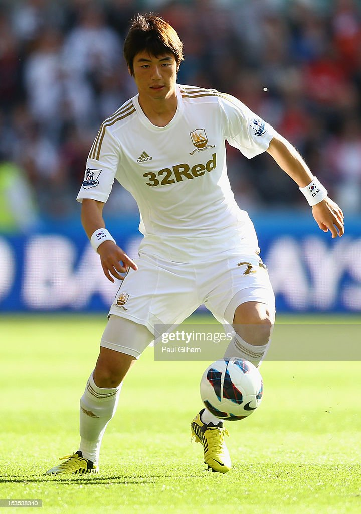 Ki Sung-Yeung of Swansea City in action during the Barclays Premier League match between Swansea City and Reading at the Liberty Stadium on October 6, 2012 in Swansea, Wales.