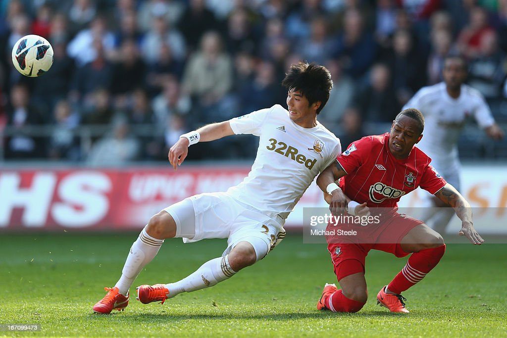 Ki Sung-Yeung (L) of Swansea City locks arms with <a gi-track='captionPersonalityLinkClicked' href=/galleries/search?phrase=Nathaniel+Clyne+-+Soccer+Player&family=editorial&specificpeople=5738873 ng-click='$event.stopPropagation()'>Nathaniel Clyne</a> (R) of Southampton during the Barclays Premier League match between Swansea City and Southampton at the Liberty Stadium on April 20, 2013 in Swansea, Wales.