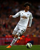 Ki SungYueng of Swansea City in action during the Barclays Premier League match between Arsenal and Swansea City at Emirates Stadium on May 11 2015...