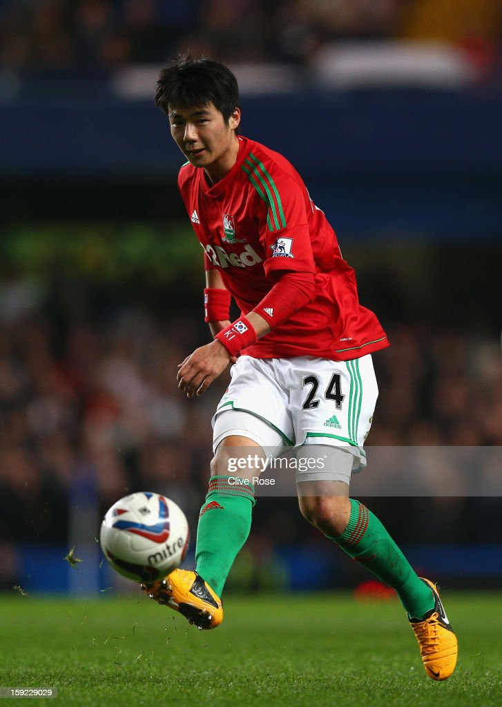 Ki Sung-Yueng of Swansea City in action during the Capital One Cup Semi-Final first leg match between Chelsea and Swansea City at Stamford Bridge on January 9, 2013 in London, England.