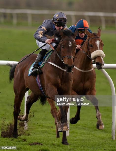 Kiama Bay ridden by Ian Brennan wins the William Hill Handicap at Catterick Racecourse