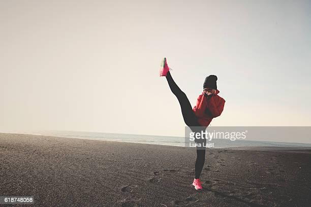 coup de pied boxe sur la plage