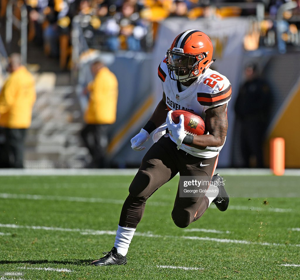 Kick returner <a gi-track='captionPersonalityLinkClicked' href=/galleries/search?phrase=Duke+Johnson+-+Jogador+de+futebol+americano&family=editorial&specificpeople=13981151 ng-click='$event.stopPropagation()'>Duke Johnson</a>, Jr., of the Cleveland Browns runs with the football during a game against the Pittsburgh Steelers at Heinz Field on November 15, 2015 in Pittsburgh, Pennsylvania. The Steelers defeated the Browns 30-9.