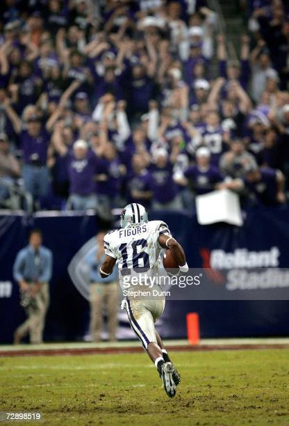 Kick returner Yamon Figurs of the Kansas State Wildcats runs back a Rutgers Scarlet Knights punt for a touchdown during the Texas Bowl on December 28...