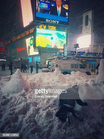 A kid building a snowman in Times Square during the 2016 blizzard : Stock Photo