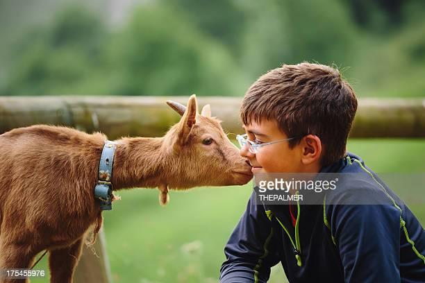 kid avec bébé lait de chèvre