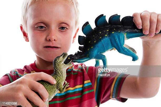 Kind mit seinem Dinosaurier
