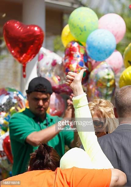 Kidnap victim Gina DeJesus gives a thumbs up after arriving home with family members on May 8 2013 in Cleveland Ohio Gina DeJesus was one of three...