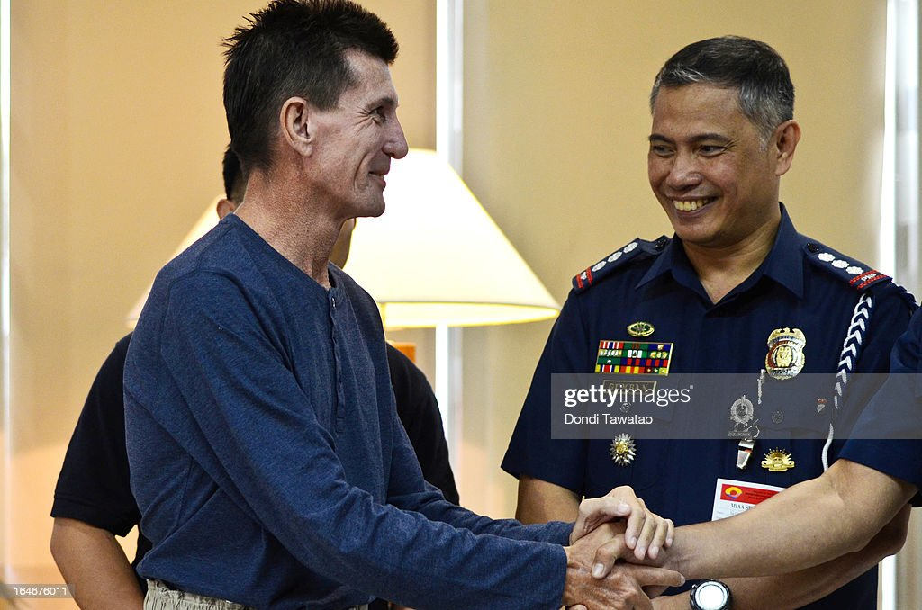 Kidnap victim Warren Rodwell shakes hands with Philippine security officials upon his arrival at the Ninoy Aquino International Airport on March 25, 2013 in Manila, Philippines. Rodwell was reportedly released on March 23 after allegedly paying $90,000 USD to secure his safety after being held as a hostage of Islamic militants in the southern Philippines for 15 months.