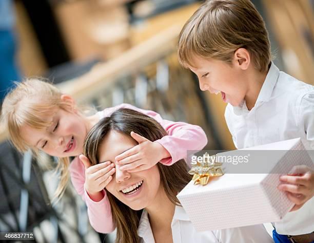 Niños de celebrar el Día de la madre
