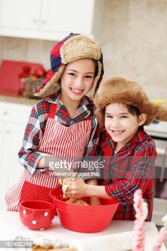 Kids cooking classes : Bildbanksbilder