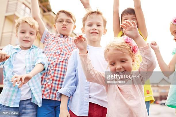 Niños divirtiéndose