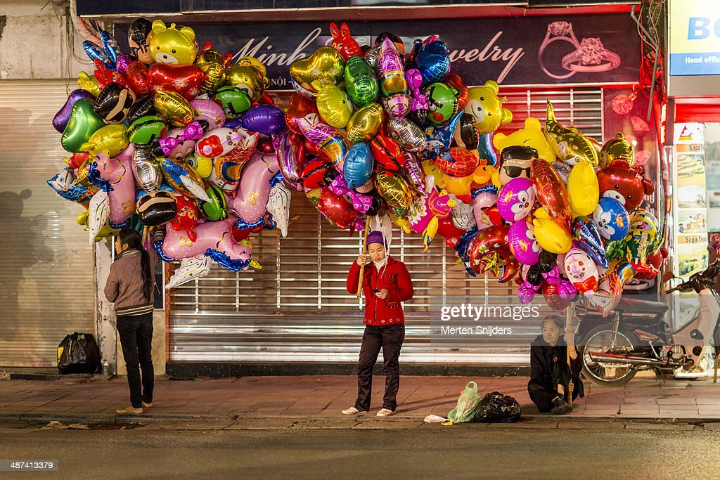 Kids helium balloon vendors