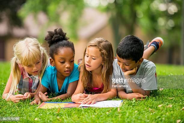 Los niños al aire libre