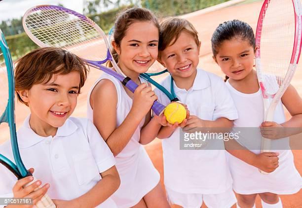 Crianças jogar ténis