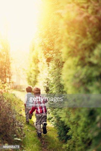 ランニングのお子様には、秘密の庭園の小道。