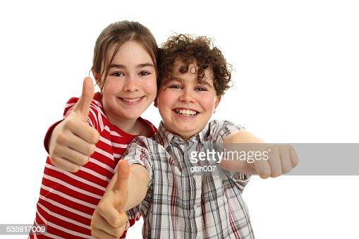 Crianças mostrando Sinal de OK isolado a branco : Foto de stock