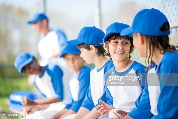 Enfants parler dans le banc de touche