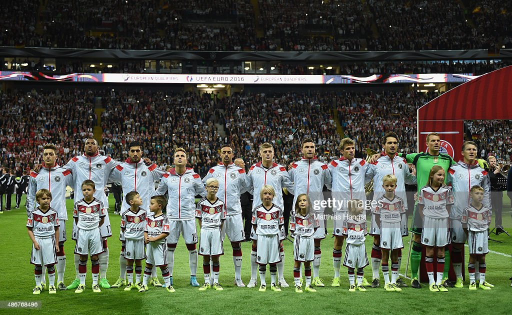 Hilo de la selección de Alemania Kids-with-fair-play-shirts-seen-with-the-german-team-prior-to-the-picture-id486768496