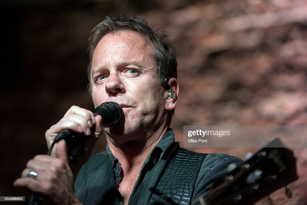 Kiefer Sutherland performs at The Paramount Founders Room on May 25 2016 in Huntington New York