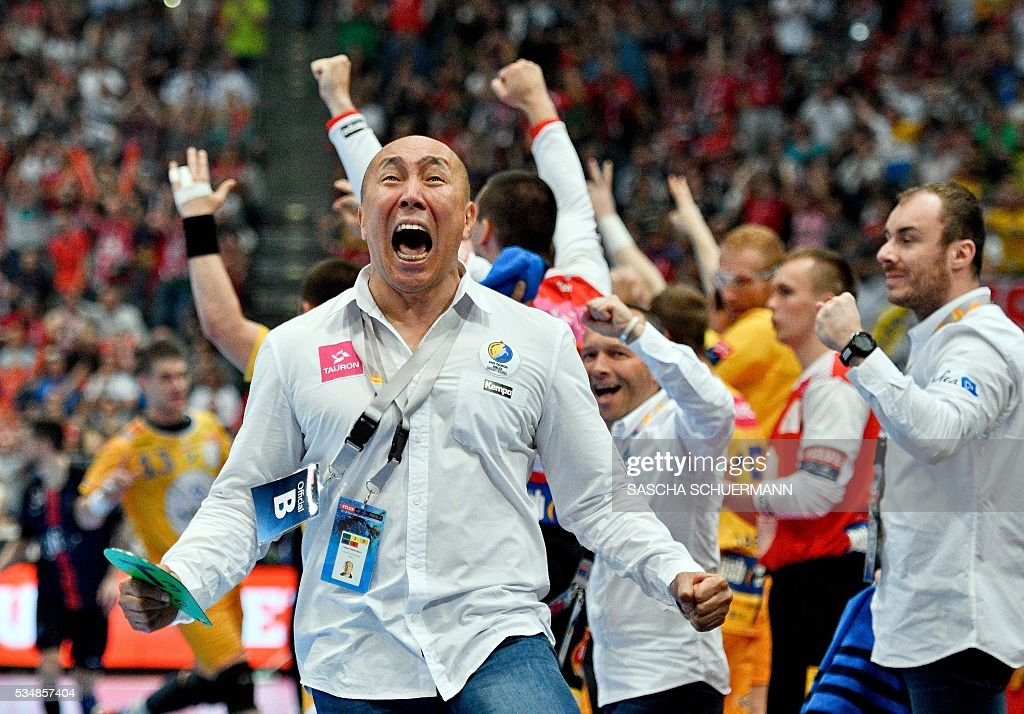 Kielce's headcoach Talant Dujshebaev celebrates winning the Handball EHF Champions League final Four semi final match between KS Vive Tauron Kielce and Paris St-Germain in Cologne, western Germany, on May 28, 2016. / AFP / SASCHA