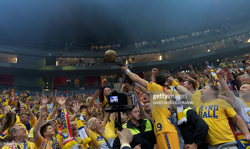 Kielce's Krzysztof Lijewski and fans celebrate with the trophy after the Handball EHF Champions League final Four Final match between KS Vive Tauron Kielce and MVM Veszprém in Cologne, western Germany, on May 29, 2016. / AFP / SASCHA