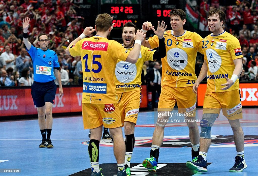 Kielce's players celebrate after the Handball EHF Champions League final Four semi final match between KS Vive Tauron Kielce and Paris St-Germain in Cologne, western Germany, on May 28, 2016. / AFP / SASCHA