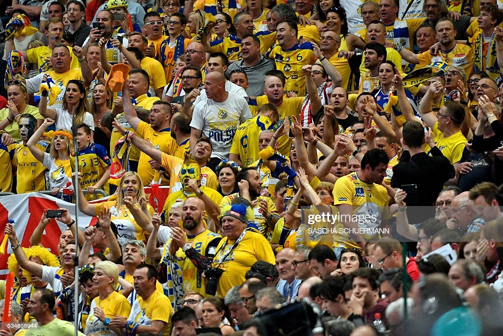 Kielce's supporter cheer their team during the Handball EHF Champions League final Four semi final match between KS Vive Tauron Kielce and Paris St-Germain in Cologne, western Germany, on May 28, 2016. / AFP / SASCHA