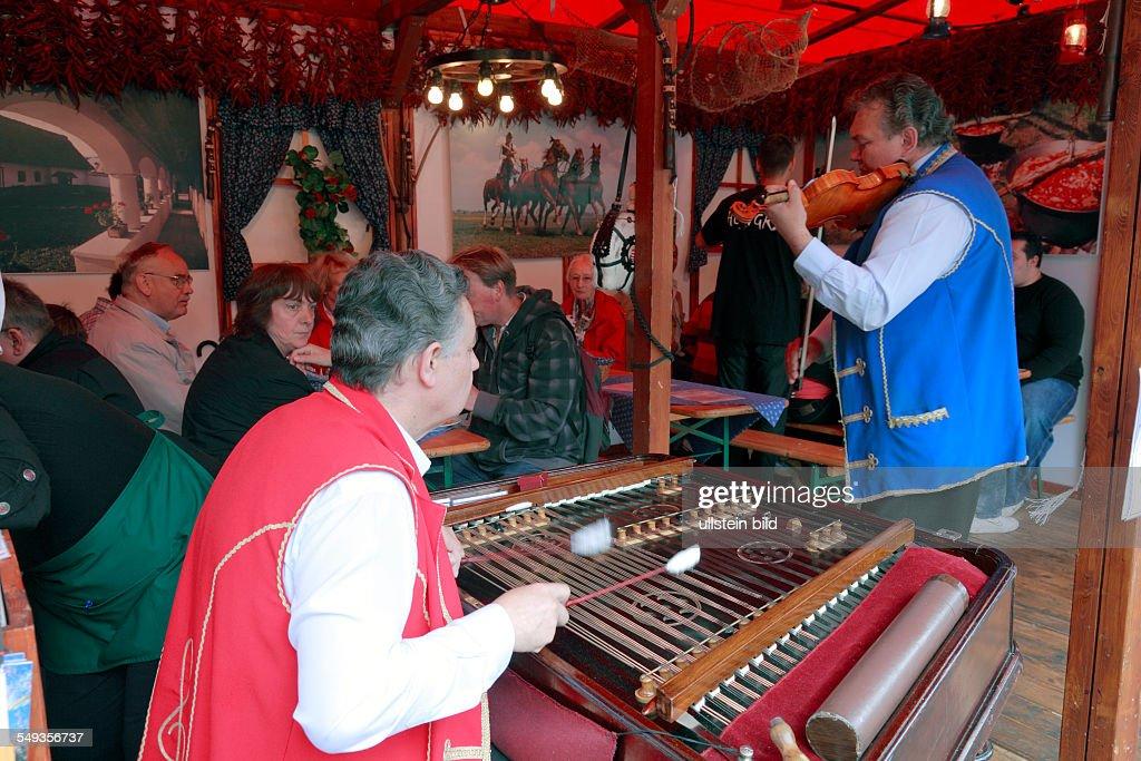 Kieler Woche 2011 folkloric music in an eatery folk music band from Hungary czardas music xylofon violin player