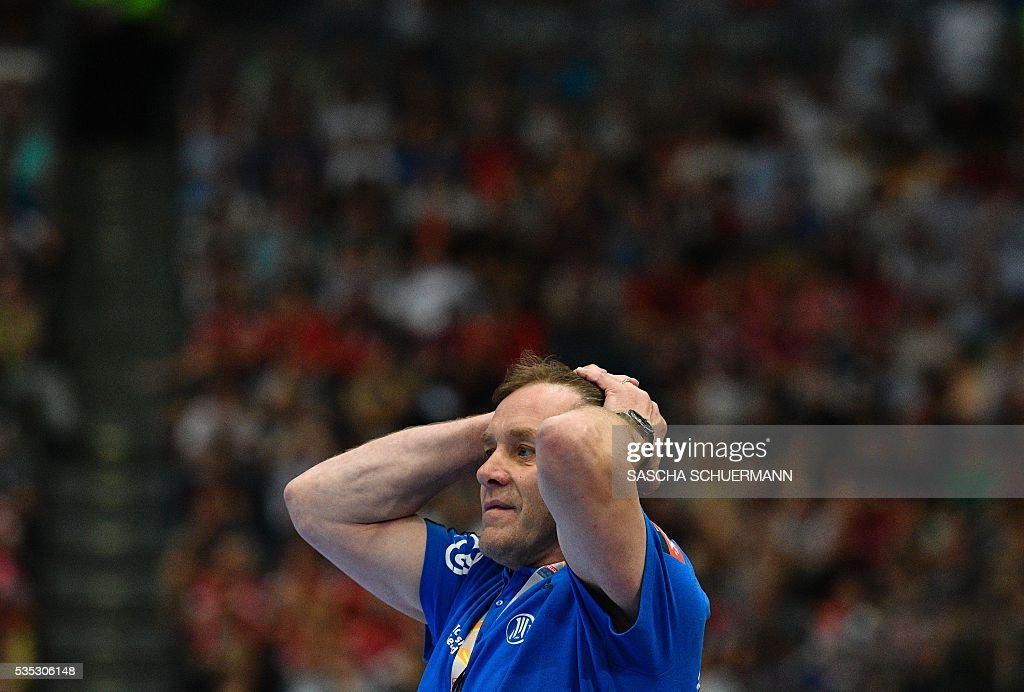 Kiel's head coach Alfred Gislason reacts during the Handball EHF Champions League final Four semifinal match between Paris St-Germain and THW Kiel in Cologne, western Germany, on May 29, 2016. / AFP / SASCHA