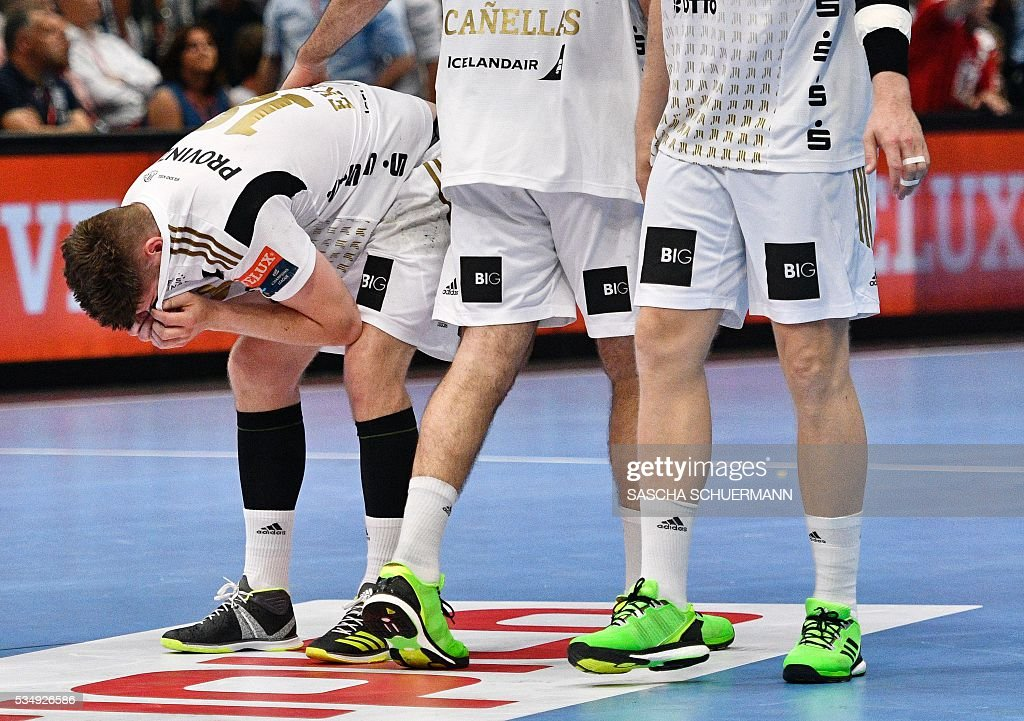 Kiel's Niclas Ekberg reacts after the Handball EHF Champions League final Four semi-final match between THW Kiel and MVM Veszprem in Cologne, western Germany, on May 28, 2016. / AFP / SASCHA