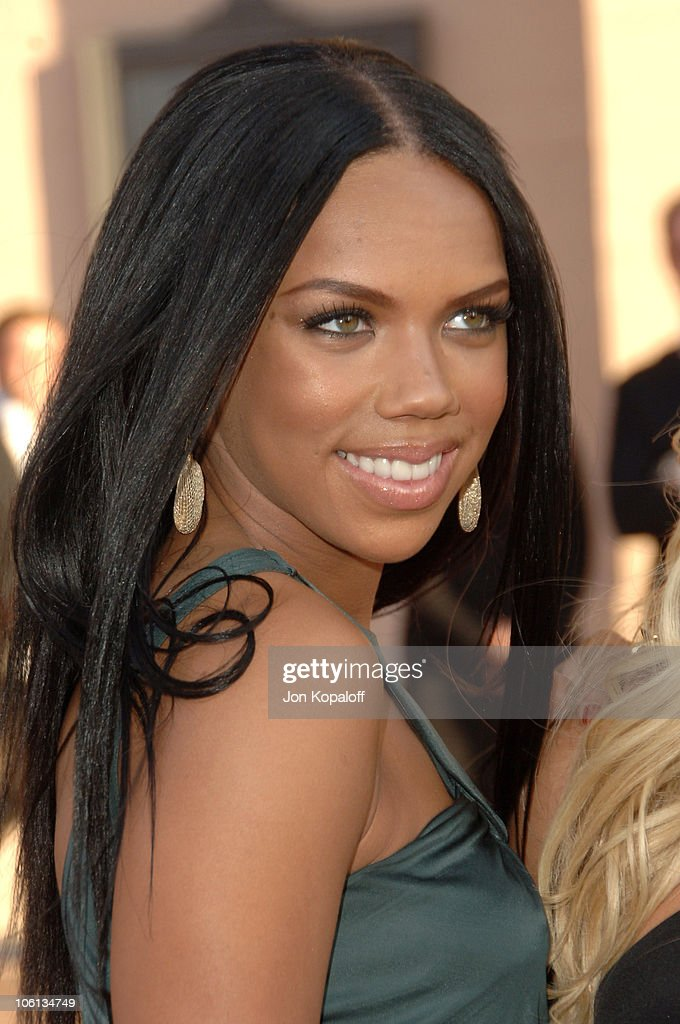 Kiely Williams Nude Photos 19
