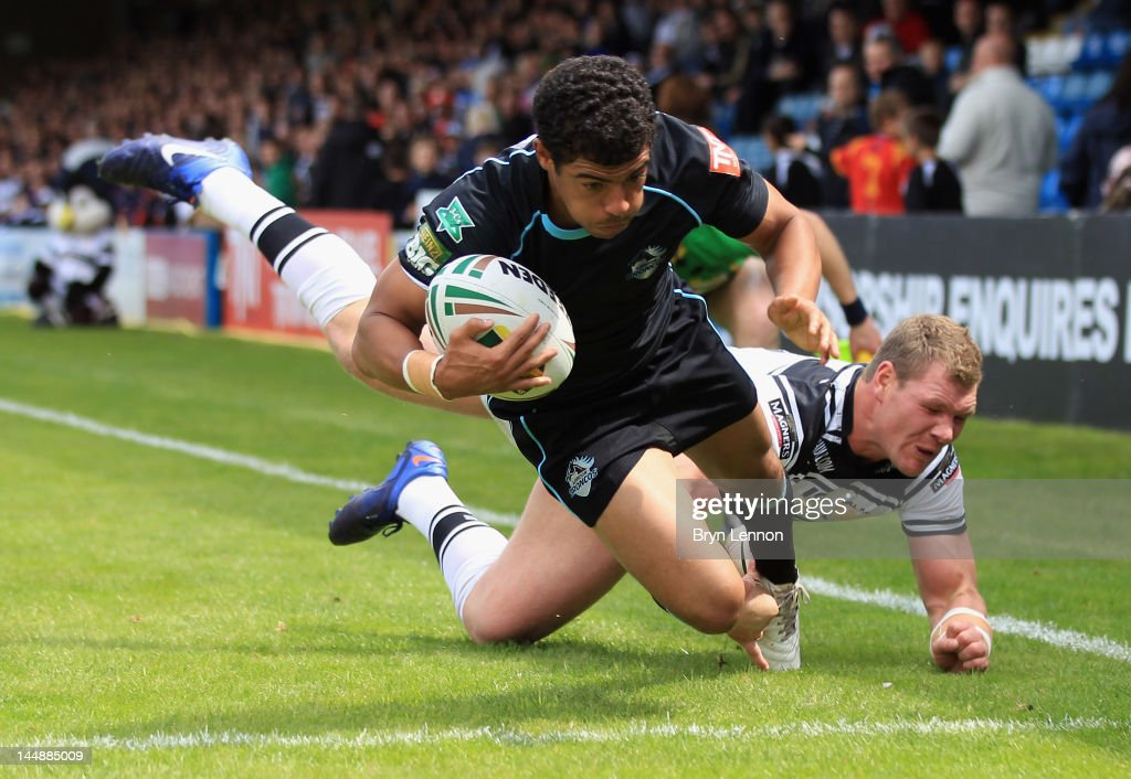 Kieran Dixon of London Broncos scores a try during the Stobart Super League match between London Broncos and Hull FC at Priestfield Stadium on May 20...