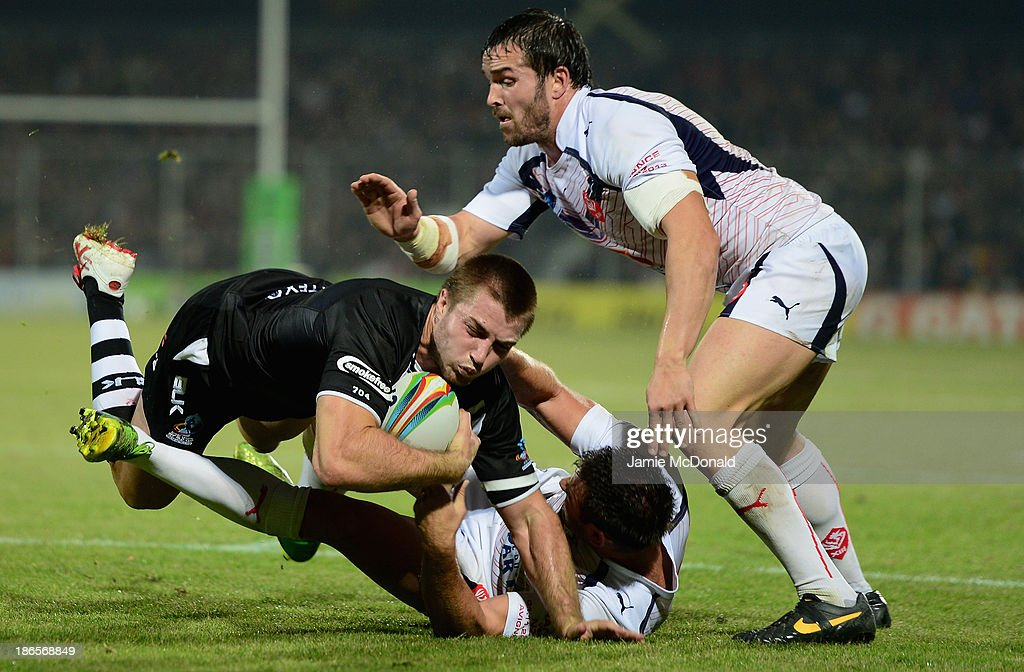Kieran Foran of New Zealand is tackled by Thomas Bosc and Cyril Stacul of France during the Rugby League World Cup group B match between New Zealand and France at Parc des Sports on November 1, 2013 in Avignon, France.