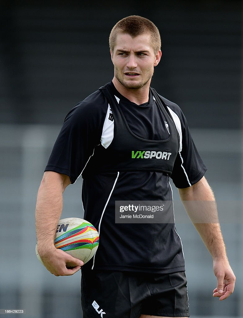 <a gi-track='captionPersonalityLinkClicked' href=/galleries/search?phrase=Kieran+Foran&family=editorial&specificpeople=5985869 ng-click='$event.stopPropagation()'>Kieran Foran</a> of New Zealand warms up during a New Zealand Catains Run at the Parc des Sports Stadium on October 31, 2013 in Avignon, France.